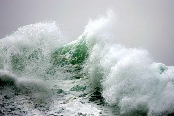 Majestic Ocean Wave Photos