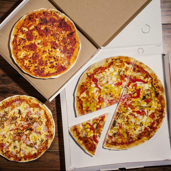 Giant Marshmallow Pizzas
