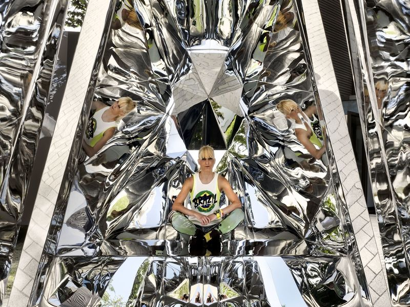 Multifaceted Mirror Installations