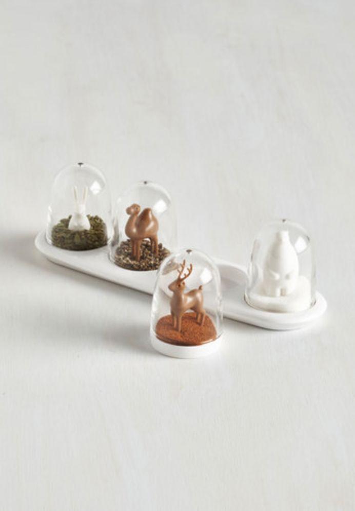 Spice-Embedded Snow Globes