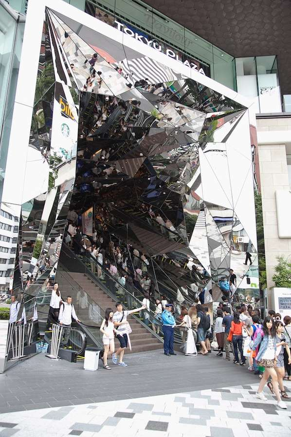 Mind-Bending Mirror Entranceways