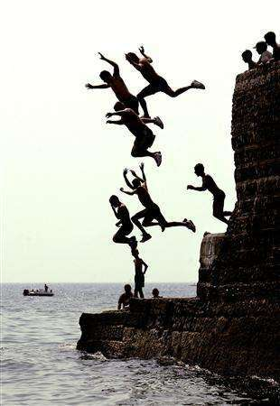 Tombstoning Craze