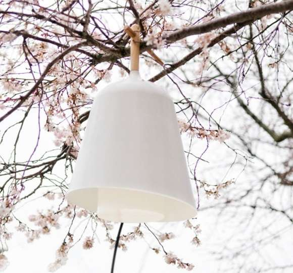 Limb-Hanging Lanterns