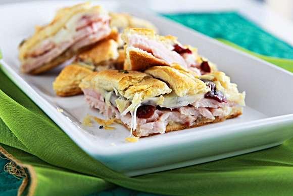 Turkey-Cran Appetizer Pizza