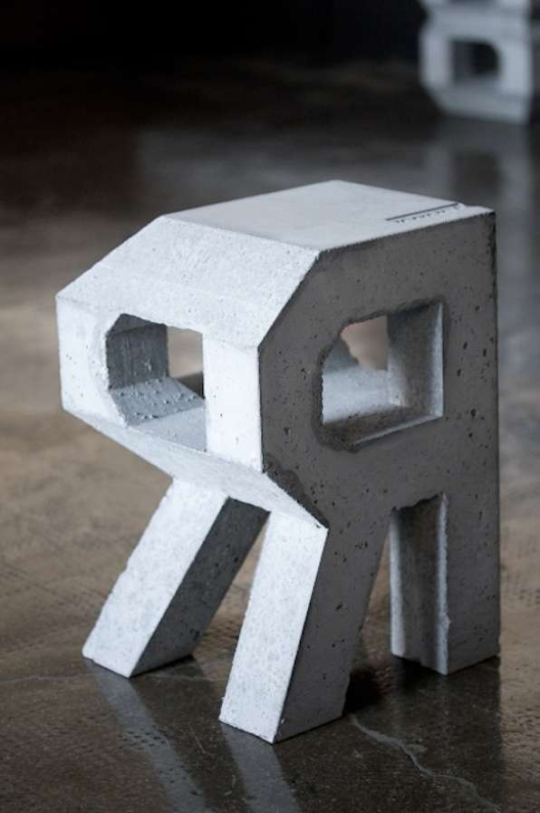 4D Self-Standing Typography