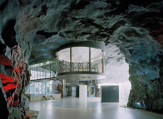 24 unique underground dwellings for Unique dwellings
