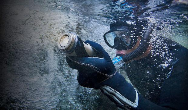 Versatile Undersea Flashlights