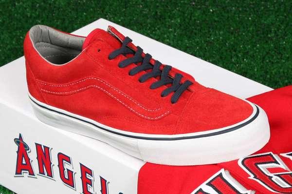 Retro LA Jersey Kicks