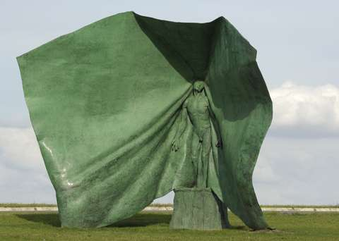 Dynamic Cloth-Draped Statues