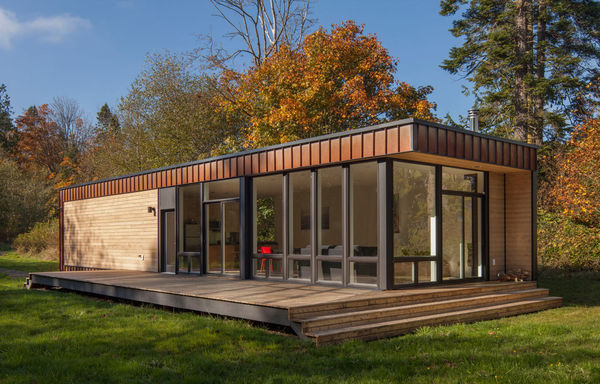 Nature-Enclosed Compact Retreats