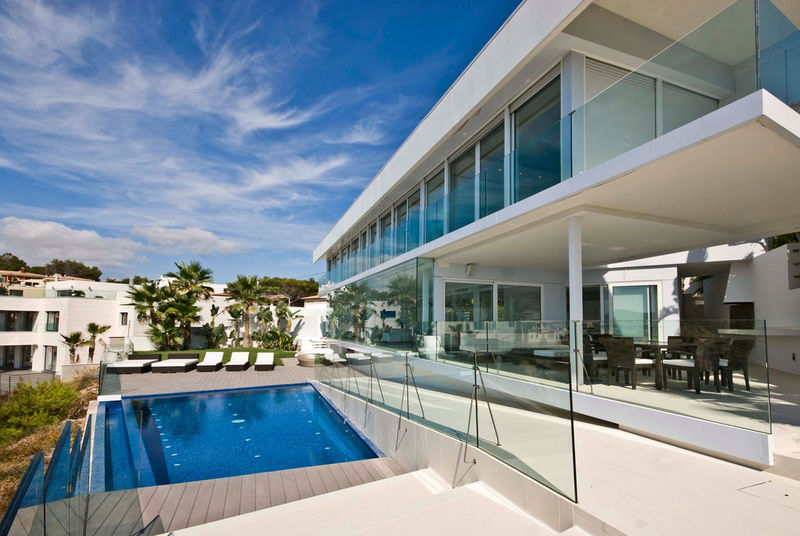 All-Glass Seaside Abodes