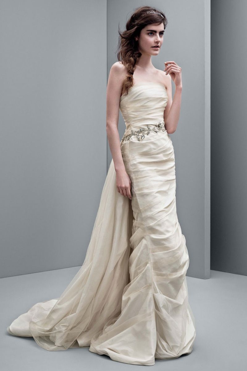 Affordable wedding dresses white by vera wang for Affordable vera wang wedding dresses