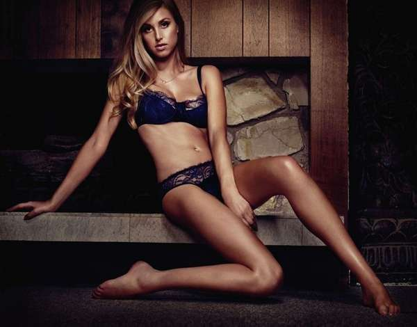 whitney port maxim spread