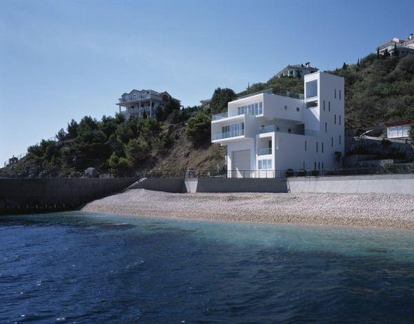Yacht-Inspired Seaside Abodes