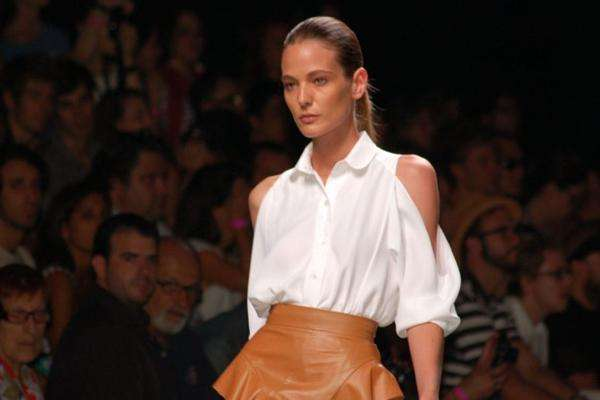 Shoulder-Baring Fashion