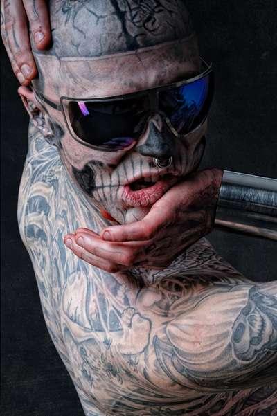 Tattooed Head-Twisting Shoots