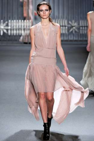 The Vera Wang AW 11/12 Collection is Flowy and Feminine