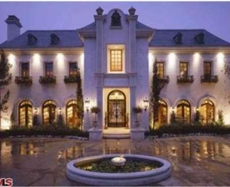 30 Lavish Celebrity Homes