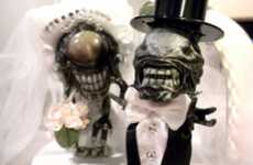 Extraterrestrial Cake Toppers - These Alien vs. Predator Wedding Figurines Will Spark Conversation