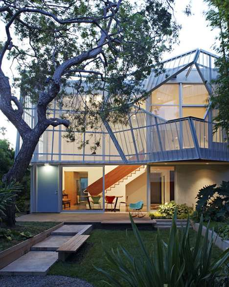 Modern Faceted Abodes - The Palms House Gives a Sense of Privacy via Its Metal Enclosure