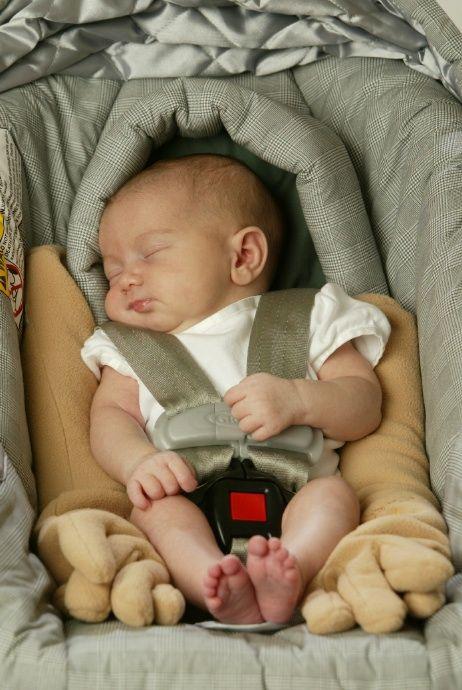 Baby Groping Hands: Zaky Infant Pillow