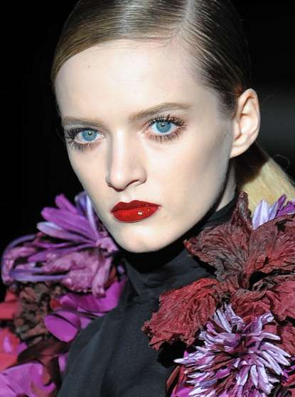 Luxe Macabre Maquillage - The Cosmetic Looks at the Fall Gucci Show Channeled Morticia Addams