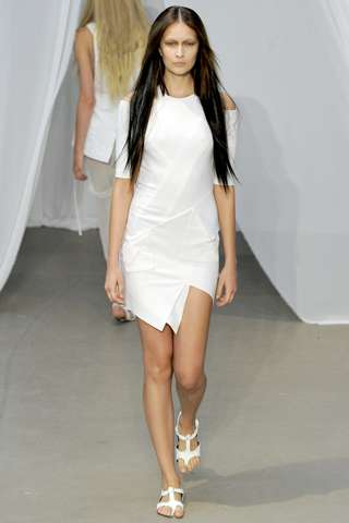 The Kimberly Ovitz Spring 2012 Runway Show is Clean and Crisp