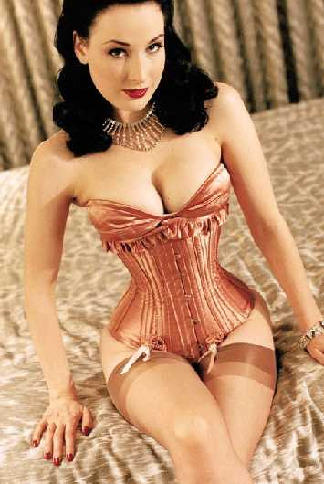 Pin-Up Fashion - Wonderbra Signs Dita von Teese