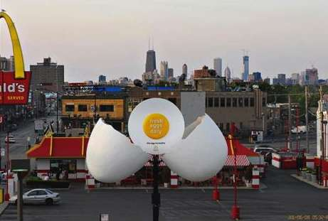 Cracking Restaurant Campaigns - The McDonald's Fresh Eggs Daily Billboard is a Top-Notch Stunt