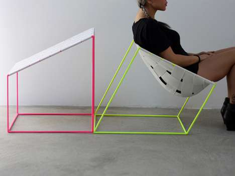 Fluorescent Elastic Chairs