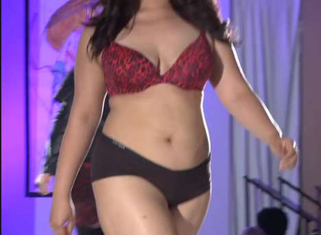 Controversial Curvy Catwalks - Full Figured Fashion Show in New York Straddles Obesity & Empowerment