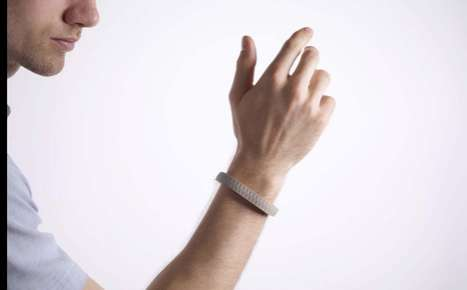 Temperature-Adjusting Bracelets - WristQue Controls the Heat with Your Preferences
