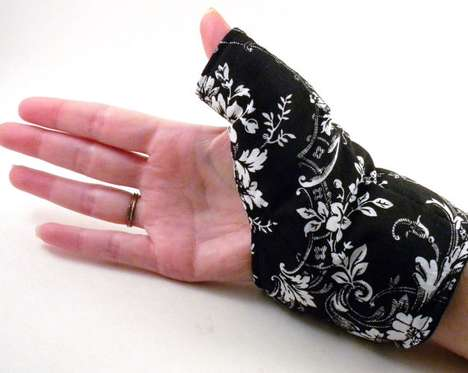 Electronic-Addict Ailments - The Ferris Wheels 'Texting Thumb Heat Pack' Mends Your Hurting Hand