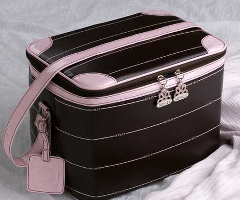 Retro Accessory For the Modern Jet Set - Richlee Travel Case