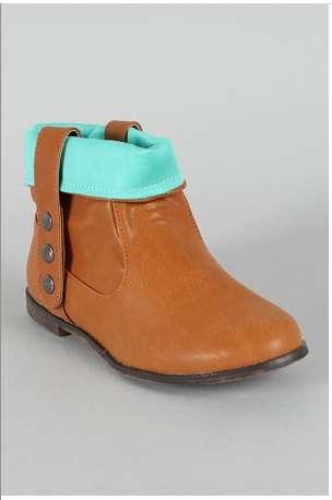 Contrast-Colored Kicks