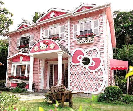 15 Human Hello Kitty Habitats