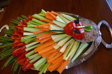 Festive Fowl Veggie Platters - The Turkey Food Art Plate is a Fresh Dish for Festive Dinners
