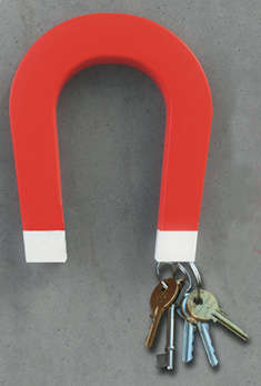 This Big Red Key Will Grip Even the Heaviest Set of Keys