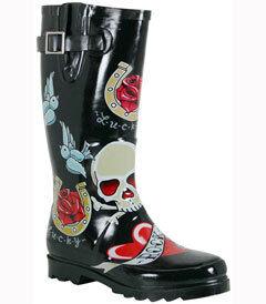 ffc828e3e4c 36 Rainy Day Footwear Innovations