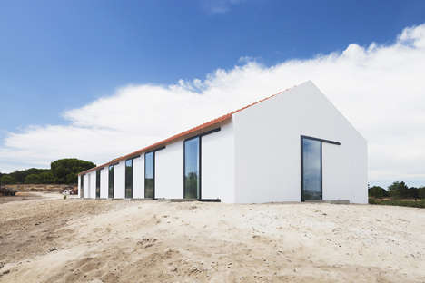 Converted Barn Abodes - Sitio da Leziria was Once a Stable and Cleverly Retains a Similar Program