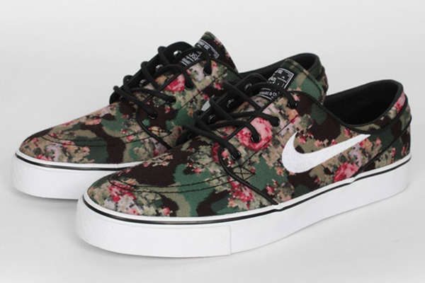 Pixelated Floral Camo Shoes : Nike SB