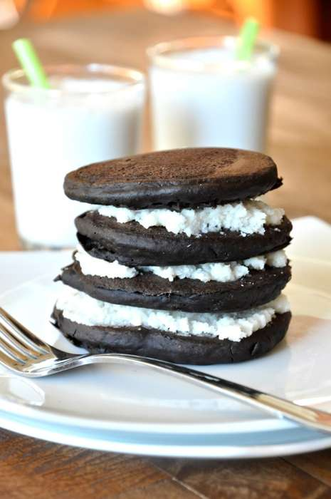 Healthy Cookie-Inspired Pancakes - These Oreo Cookie Pancakes Combine Breakfast with Dessert