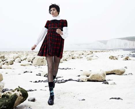 Picturesque Plaid Editorials - The US Elle Editorial is Stunningly Printed