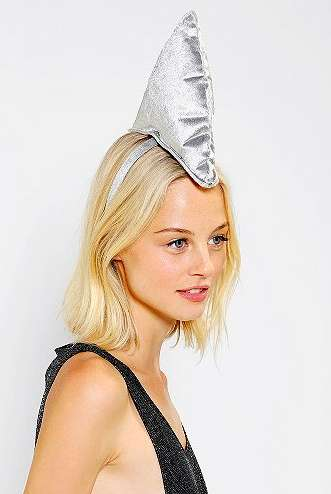 This Shark Fin Headband is a Quirky Addition to an Outfit