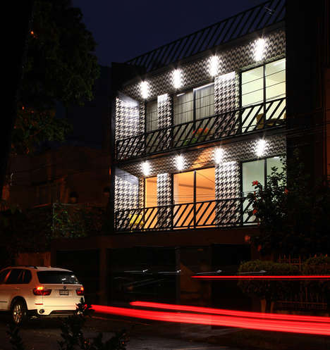 Illuminated Monochromatic Terraces
