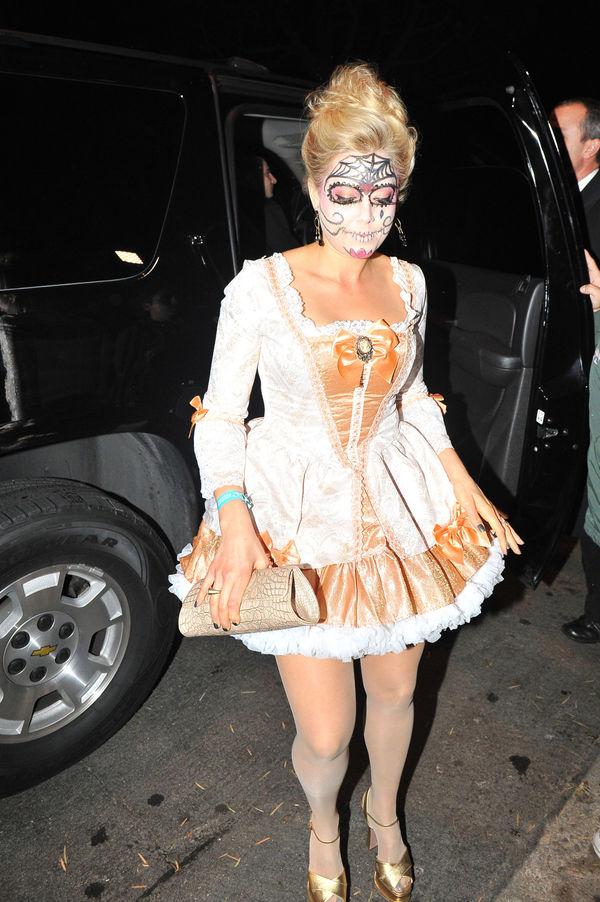 10 Marie Antoinette Costume Essentials