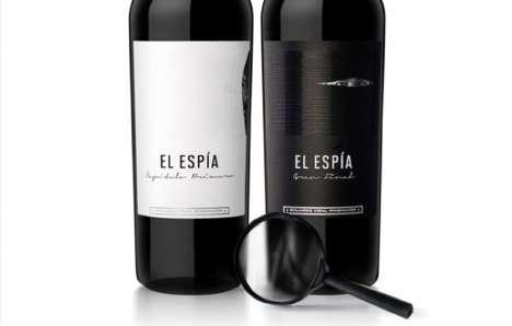 Peeking Pinot Branding