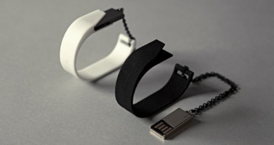12 Chic USB Jewelry Designs