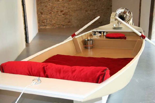 20 Bizarre Boat-Like Furnishings