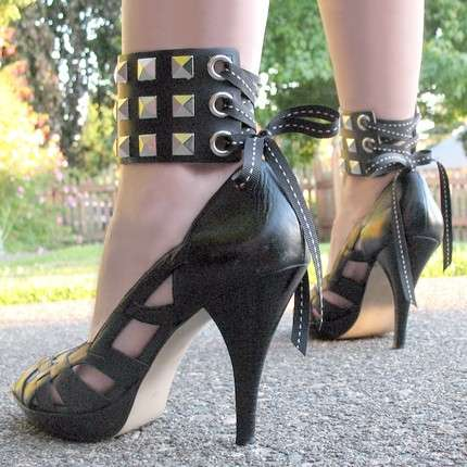 Fashion Leather Shackles